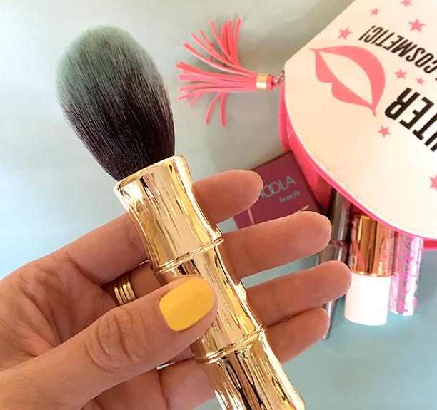 hoola-brush-whyweloveit-1